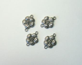 Set of 4 squared flower connectors, 15 mm, silver metal.