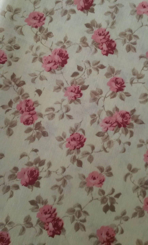 coupon de tissu fleuri shabby chic motif roses anciennes. Black Bedroom Furniture Sets. Home Design Ideas