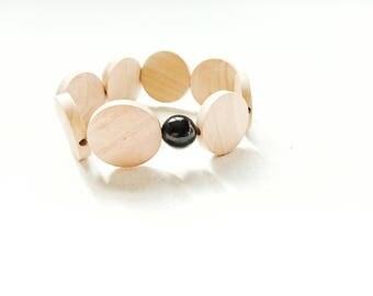 Bracelet made of wood and black onyx bead