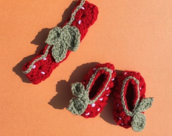 newborn strawberry crochet set (baby booties/headband)