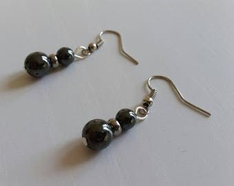 Earrings in hematite (8 and 6 mm beads)