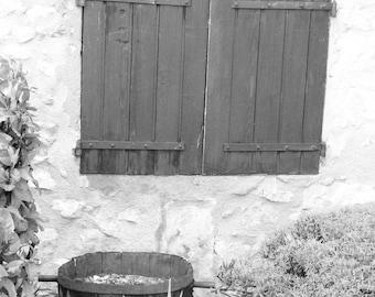Small barrel under window - Provence Drôme, August 2014