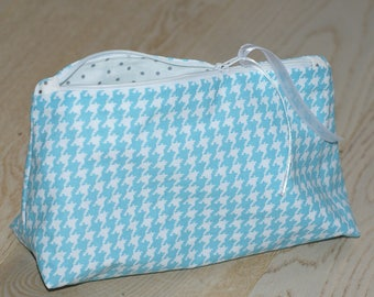 Kit toiletry makeup jewelry turquoise polka dots houndstooth silver
