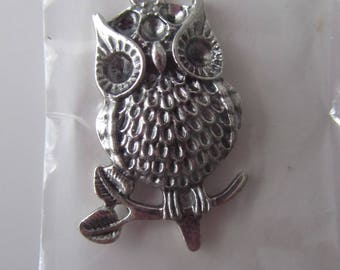 Beautiful pendant, owl, owl in silver on a branch