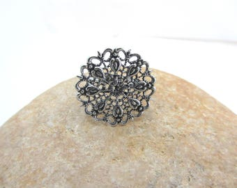 A support tray silver adjustable filigree ring