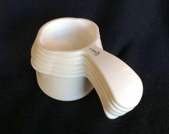 Vintage Tupperware measuring cup set, vintage bridal gift, Retro kitchen gift, modern Tupperware, White Tupperware, MCM kitchen utensils,