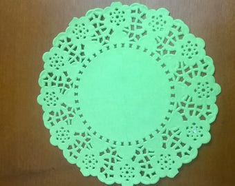 SET OF 40 GREEN SCALLOPED PAPER DOILIES