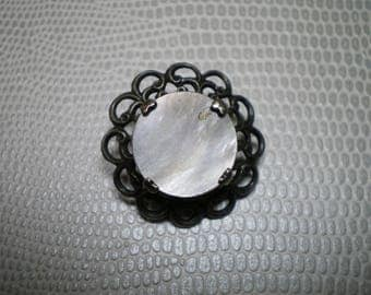 Button in silver with Center Pearl