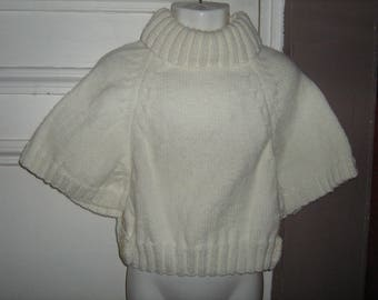 Ecru t. 6 hand-knitted poncho