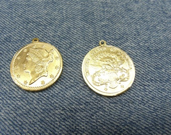 piece of lightweight METAL pendant gold