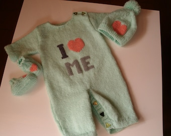 Combination + booties + hat for newborn/1 month, light green acrylic with salmon embroidery