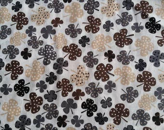 Fabric cotton printed Brown shamrocks (sold in 0.50 m)