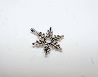 """Snowflake"" charm in silver. (970008)"