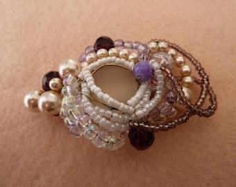 Original Baroque brooch with sparkling rhinestones