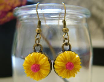 Earrings dangling yellow Daisy