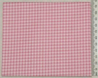 Makower - pink gingham fabric.
