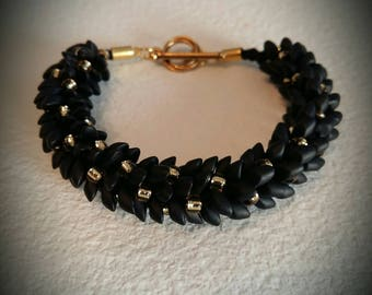 Gold and matte black magatama Beads Bracelet