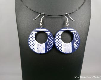 Pair of earrings colors Navy Blue and white