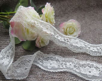 Beautiful white lace of 3,5 cm width