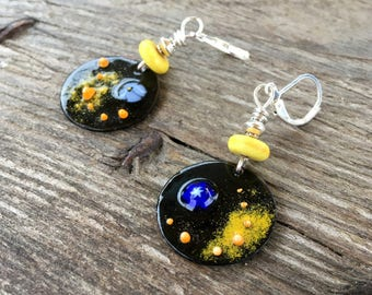 Sparkling earrings made of enameled copper, yellow and black