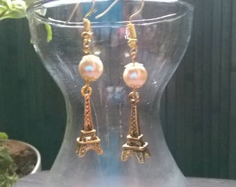 "Beads and charm earrings ""Eiffel Tower gold"""