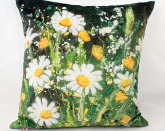 Daisy cushion  / gifts for mum / gifts for her / valentine gift / gifts for gardeners / flowers / hygge / gifts for women /mother's day gift