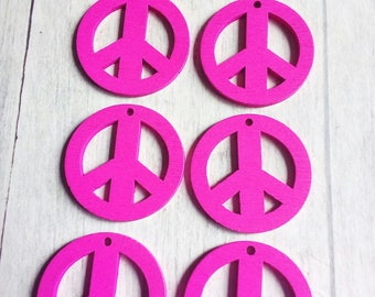 SET OF 6 CHARMS 25 MM PEACE AND LOVE WOODEN FUCHSIA