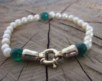 Bracelet pearls, green agate, gold metal clasp