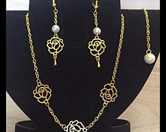 """Set """"Roses"""" necklace and earrings and glass beads"""