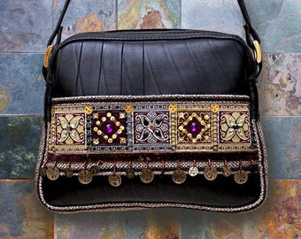 Ethnic shoulder bag in inner tube recycled and braid Indian Fuchsia sparkle.