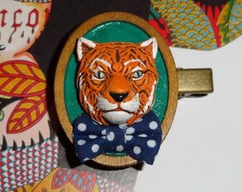 The bandys: Tiger (brooch)