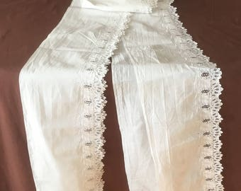 Side. Vintage Edge lace with very fine embroidery as a curtain or closet edge. Vintage Lace Dentelle ancien