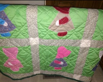 Home Decor  Vintage Homemade Twin Dutch Doll Quilt