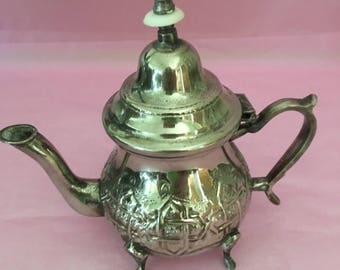 Moroccan silverplate teapot, hammered silverplate teapot,, Fez Morocco mid-Century teapot, 12 ounce silverplate teapot