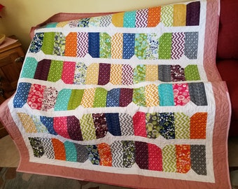 Blush Diamond Dash Twin Size Quilt