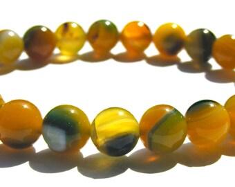 Bracelet agate composé de 24 perles de 8 mm jaune et verte strié et ficelle élactic.