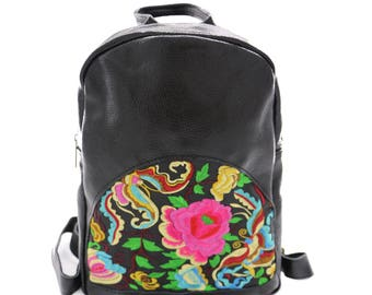 Mochila de Couro Rosa Bordada/ Leather Rucksack Embroidered