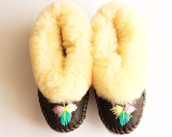 SHEEPSKIN slippers Fur winter boots Warm moccasins Gift for women Warm slippers Leather slippers Fur boots Shearling slippers  natural boots
