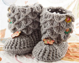 Knitted shoes for baby