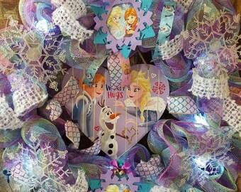 FROZEN Ana and Elsa Lighted Valentine Wreath