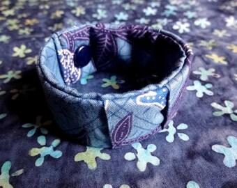 Bracelet in blue patterned fabric