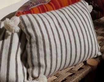 pom pom cushion, moroccan throw pillows,berber pillow,pom poms pillows cover,tassel pillow,pom pom pillow case, cushion cover