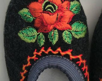 Slippers embroidered wool size 36
