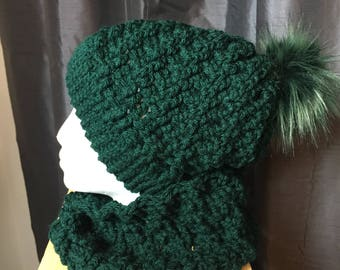 Women's Hat And Neckwarmer With Faux Fur PomPom In Hunter Green