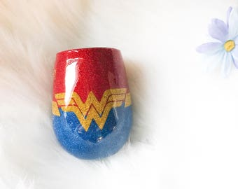 Custom Wonder Woman Wine Glass / Super Hero Wineglass / Personalized Wine Glass / Epoxy Wine Glass / Glitter Wine Glass / Glitter Dipped /