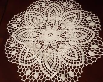 Wonderful handamade flower tablecloth.Vey nice!