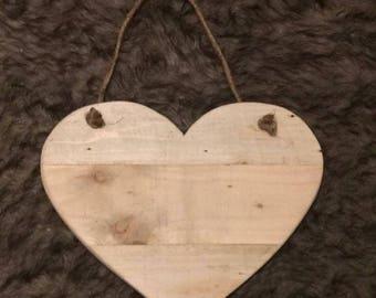 Moyenne a suspendre en bois