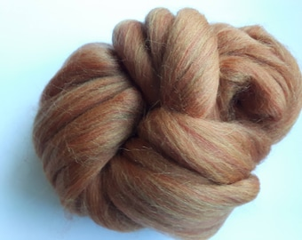 Strand of carded wool yellow ocher