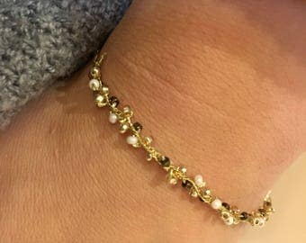 Bracelet chains very fine gold and Pearl seed