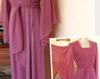 Vintage 1970s Angel sleeves Maxi gown dress best fit of 5 6 7 8